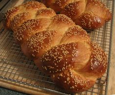 Kukla's Kouzina Greek-Karpathian slideshows of foods from the cookbook, as well as authors' historical photos. Karpathos, Yeast Bread, Greek Recipes, Different Recipes, Breads, Easter, Culture, Gallery, Sweet