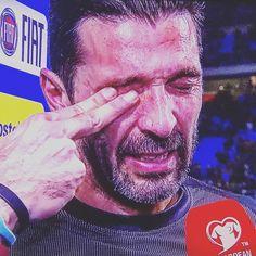 "1,106 mentions J'aime, 101 commentaires - Gigi Buffon Fanpage. (@buffonlove) sur Instagram: ""Thanks Hero...🙏🇮🇹 @gianluigibuffon #ITASWE #NewSeason #italy #azzurri #G1G1000 #ItsTimeToBeProud…"""