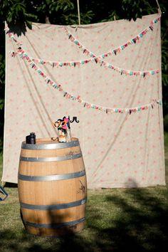 photo backdrop for our photobooth? Diy Photo Booth, Photo Booth Backdrop, Photo Props, Photobooth Idea, Diy Backdrop, Photo Booths, Photo Shoot, Wedding Dj, Wedding Photos