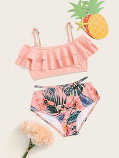 To find out about the Girls Tiered Layer Top With Tropical Bikini Set at SHEIN, part of our latest Girls Swimwear ready to shop online today! Swimsuits For Tweens, Bathing Suits For Teens, Summer Bathing Suits, Cute Bathing Suits, Cute Swimsuits, Cute Bikinis, Women Swimsuits, Teen Fashion Outfits, Teenage Outfits
