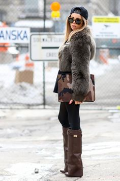 Street Style at New York Fashion Week fall 2014 Street Style 2014, New York Fashion Week Street Style, Looks Street Style, Looks Style, Street Styles, Chinchilla, Botas Boho, Star Fashion, Fashion Outfits