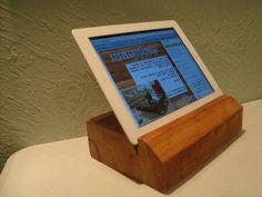 Suporte para tablet e ipad feito em madeira.
