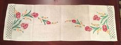ANTIQUE CREAM RED TULIP YELLOW FRENCH KNOT EMBROIDERED FINE LINEN DRESSER SCARF
