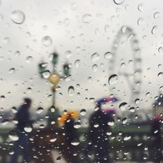 An afternoon of heavy rain across London #BurberryWeather 7°C | 45°F