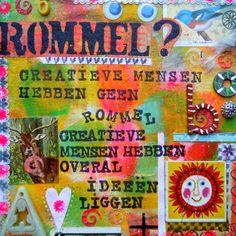 Spreukentegel-kunstwerk in gemengde technieken met leuke grappige tekst die heel herkenbaar is voor creatieve mensen. - Spreukenkaart -  Te vinden op: www.kaartje2go.nl/spreukenkaarten