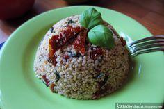 Kasza jaglana z suszonymi pomidorami, świeżą bazylią i czosnkiem