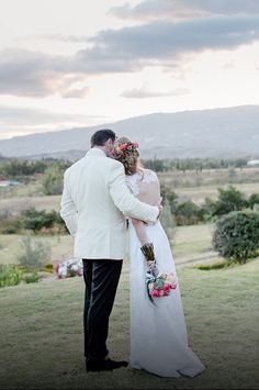 Vestido por Catalina Bayona. Vestidos de novia y fiesta en Colombia / wedding dresses / bride Foto por: white photography