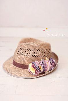 696348fc3089 Le chapeau de paille... trop tendance celui-là !   Finistère Bretagne   myfinistere