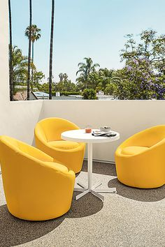 Modern outdoor swivel chair Outdoor Dining Furniture, Modern Outdoor Furniture, Patio Furniture Sets, Modern Chairs, Outdoor Seating, Outdoor Decor, Outdoor Living, Ottoman In Living Room, Swivel Chair