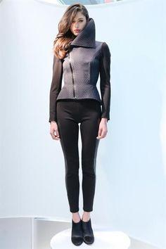Модная куртка удлиненная женские глянцевая ткань