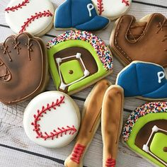 When you spend the morning working on baseball cookies you know it's Spring! Cookies For Kids, Cute Cookies, Cupcake Cookies, Sugar Cookies, Cupcakes, Baseball Birthday, Baseball Party, Baseball Food, Baseball Anime