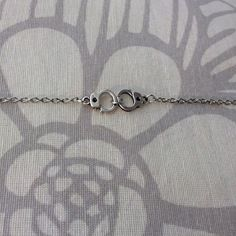Bracelet argenté avec deux menottes