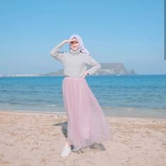 Image may contain: 1 person, ocean, sky and outdoor Hijab Fashion Summer, Modern Hijab Fashion, Hijab Fashion Inspiration, Muslim Fashion, Modest Fashion, Fashion Outfits, Casual Hijab Outfit, Ootd Hijab, Girl Hijab