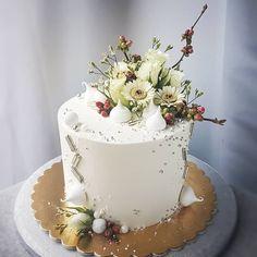 Elegant flower cake Elegant Flowers, Cake Boss, Sugar Art, Ale, Desserts, Beautiful, Instagram, Food, Tailgate Desserts