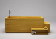 Minulý rok navrhlo japonské studio Nendo pro italskou značku Bisazza dřevěný koupelnový set včetně této minimalistické vany.