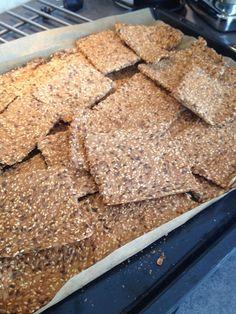 Lchf, Keto, Crisp Bread, Norwegian Food, Biscuit Cookies, Biscuits, Food And Drink, Low Carb, Baking