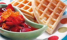Waffles Con Dulce De Fresas A La Naranja ➨ Receta que bien puede ser un desayuno o postre. #Waffles #Fresas #Naranja #Postre #Desayuno #Receta #Cocina #Preparacion #Culinaria http://en-la-olla.blogspot.com/2015/03/waffles-con-dulce-de-fresas-la-naranja.html