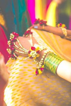 Planning your wedding? You MUST check out these top new Indian wedding trends 2017 that we loved! Get the best of New wedding trends in India for your own! Pakistani Bridal, Indian Bridal, Bride Indian, Bridal Lehenga, Desi Wedding, Wedding Bride, Bride Groom, Wedding Henna, Bridal Mehndi