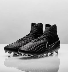 La Nuove Scarpe Calcio Nike Alte Magista Obra II FG - Nero. le nuove nike magista sono progettate per controllare il gioco su campi naturali compatti. scarpedacalciomagista.com
