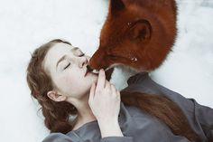 Гипнотические портреты рыжеволосых красавиц и диких лис в зимнем лесу