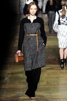 Dries Van Noten Fall 2011 Ready-to-Wear Fashion Show - Dempsey Stewart (MARILYN)