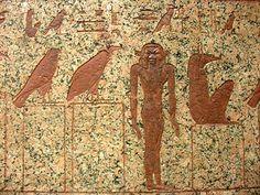 Los antiguos egipcios tenían un gran panteón de divinidades; entre ellas existían unas entidades divinas menores que eran los genios o demonios y que habitaban en el Mundo Subterráneo. Algunos eran hostiles al difunto, mientras que otros le ayudaban en su deambular por ese mundo. En cualquier caso, los más dañinos podían ser dominados conociendo su nombre o la fórmula concreta para aplacarles.