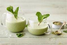 Vihreä tee-smoothie Glass Of Milk, Salad Recipes, Smoothies, Panna Cotta, Tees, Ethnic Recipes, Food, Koken, Smoothie