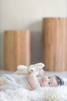 名古屋のフォトスタジオノーブレムのベビーフォト。七五三、お宮参り、誕生日、家族写真、マタニティ、様々なジャンルの撮影ができるフォトスタジオです。 Baby Photos, Bassinet, Little Girls, Twins, Birthday, Home Decor, Baby Pictures, Crib, Toddler Girls