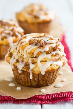 Apple Cinnamon Roll Muffins @FoodBlogs