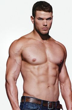 Kellan Lutz........DAMN!! why did they have to go and out him in twilight? Why not true blood? He'd have made a sexy horny vampire I'm that....