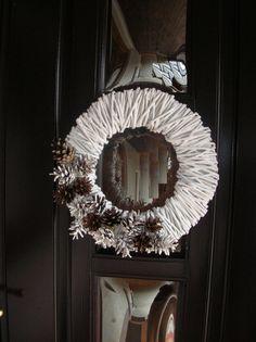 Christmas wreath  http://handmadeowo.blogspot.com/2013/11/wianek-z-szyszkami-na-boze-narodzenie.html