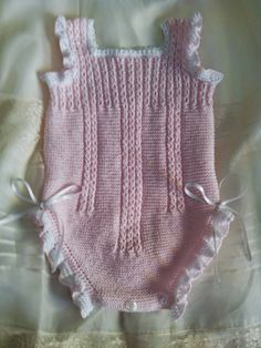 This Pin was discovered by Ана Newborn Crochet Patterns, Baby Patterns, Crochet Baby, Knitted Baby, Romper Pattern, Knitted Romper, Baby Kind, Girl With Hat, Baby Sweaters