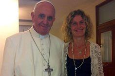El Papa con Maru Botana. conductora muy popular en la TV argentina.
