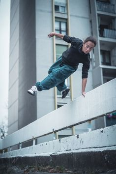 Parkour woman in Belgrade, photo by Andy Day via @onreact