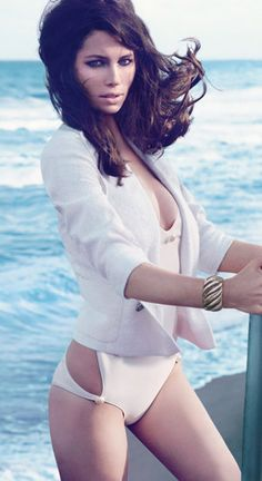 Jessica Biel, in W magazine. This new look of hers is verrryyyyy nice