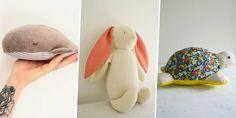 10 patrons gratuits à télécharger pour coudre un doudou - Marie Claire Travel Bag Essentials, Maxi Dress Tutorials, Fleece Hats, Girl Dress Patterns, Blouse Patterns, Travel Bags For Women, Baby Couture, Kids Patterns, Kits For Kids