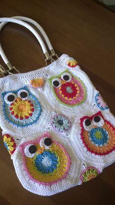https://www.facebook.com/photo.php?fbid=745580428813924set=o.400190690002574type=1 Diy Bags Purses, Knitted Bags, Crochet Yarn, Crochet Owls, Crochet Purses, Beautiful Crochet, Crochet Designs, Crochet Patterns, Dish Towel Crafts