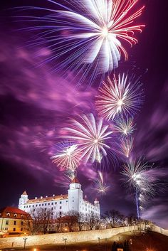 Bratislava Castle, Slovakia Miss watching fireworks at one of the coolest places I've ever been to. Places To Travel, Places To Visit, New Year Fireworks, Fireworks Art, Fire Works, Heart Of Europe, Central Europe, Villas, Beautiful Places
