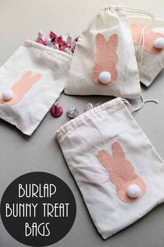 Make these burlap bunny treat bags for Easter! Cute and easy to make! Easter gifts Quick and Easy Burlap Bunny Treat Bags for Easter Sewing Classes For Beginners, Bunny Bags, Diy Sac, Felt Bunny, Easter Bunny, Easter Dyi, Easter Table, Easter Decor, Easter Eggs