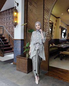 Model Kebaya Muslim, Kebaya Modern Hijab, Kebaya Hijab, Kebaya Dress, Muslimah Wedding Dress, Hijab Wedding Dresses, Disney Wedding Dresses, Hijab Bride, Hijab Gown