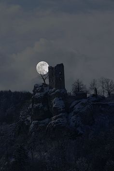 Ruine Neideck -   Ruin in moonlight - Die Neideck bei Vollmond