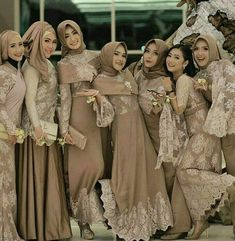 65 Ideas wedding party outfits friends for 2019 65 Ideas wedding party outfits friends for 2019 Hijab Prom Dress, Dress Brukat, Muslimah Wedding Dress, Kebaya Dress, Dress Pesta, Muslim Wedding Dresses, Batik Dress, Bridesmaid Dress, Kebaya Brokat