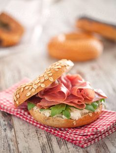 Bagel with ham, salad & cheese
