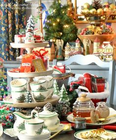 Part One of the 2017 Christmas Tour is now live! Stop by for a look at the Family Room and Breakfast Nook decorated for Christmas at The Dedicated House. Christmas Trimmings, Spode Christmas Tree, Christmas Kitchen, Christmas 2017, Christmas Themes, Christmas Decorations, Xmas, Table Decorations, Breakfast Nook