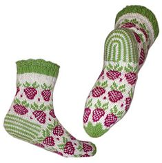 Sweet like summer. ankle heigh socks with lace edging. The pattern includes matching writslets. Crochet Socks, Knitted Slippers, Wool Socks, Knitting Socks, Hand Knitting, Knit Crochet, Knitting Machine Patterns, Little Cotton Rabbits, Socks And Heels