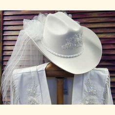 Wedding veil with cowboy hat Western Wedding Dresses, Wedding Hats, Headpiece Wedding, Chic Wedding, Rustic Wedding, Wedding Ideas, Wedding Veil, Wedding Decor, Wedding Stuff