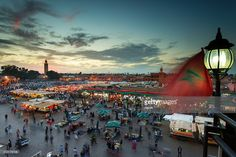Stock-Foto : Jamaa el Fna (also Jemaa el-Fnaa, Djema el-Fna or Djemaa el-Fnaa) is a square and market place in Marrakesh's medina quarter (old city) with Koutubia in background. Marrakesh, Morocco, north Africa.