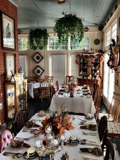 The breakfast room at 2439 Fairfield, a bed and breakfast in Shreveport. (c) GTH & Nathan DePetris