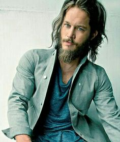 Travis Fimmel, I die for the rugged long haired hippie ♥