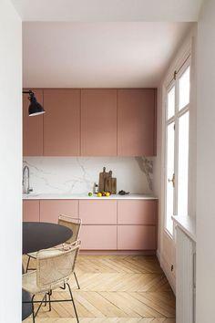Bright Apartment, Apartment Design, Decorate Apartment, Apartment Interior, Interior Rugs, Kitchen Interior, Interior Livingroom, Pink Kitchen Cabinets, Pink Kitchen Furniture